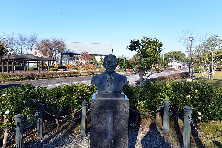 杉原千畝の銅像