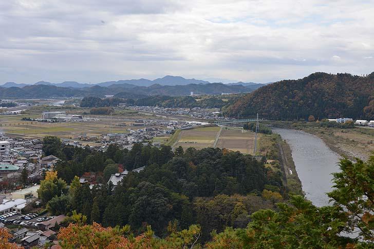 小倉公園から望む長良川