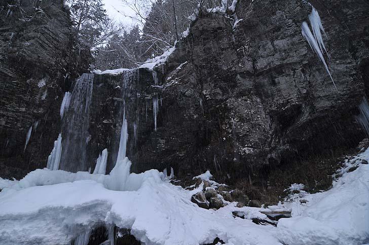 冬の夫婦滝