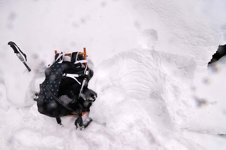 雪の中で休憩