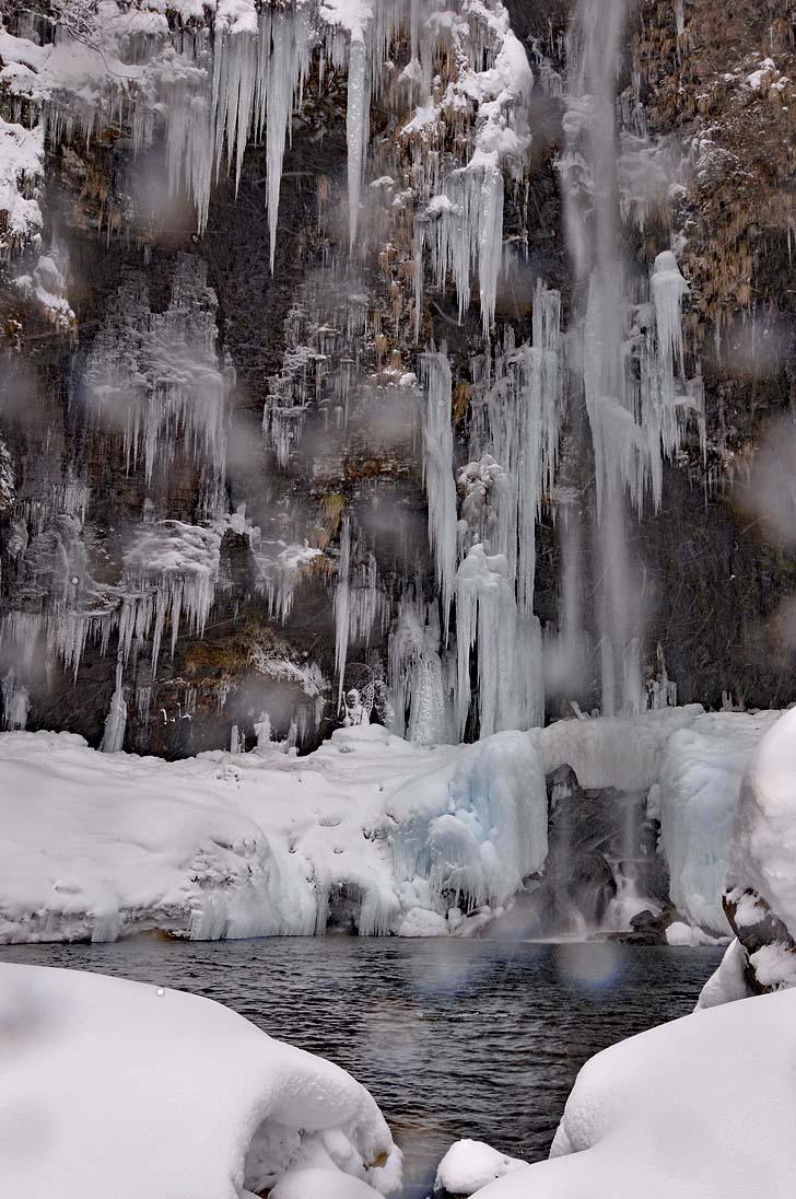 冬の阿弥陀ヶ滝の氷瀑