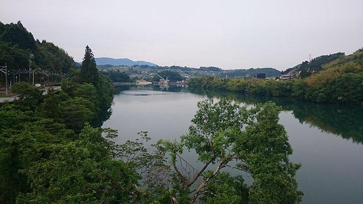落合ダム湖の全景