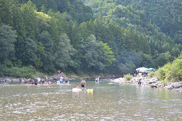 板取川の川遊び