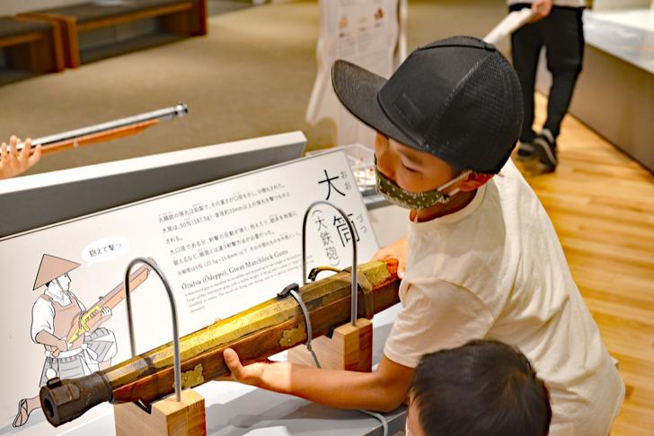 岐阜関ヶ原古戦場記念館の火縄銃の重さ体験